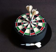 Dart Board cake with handmade fondant darts and dart board - Cakes by Lou Dartscheibe Torte mi Dartboard Cake, Cupcakes, Sports Themed Cakes, Dad Cake, Dad Birthday Cakes, Cake Templates, Sport Cakes, Cakes For Men, Novelty Cakes