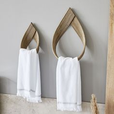 Our Rattan Towel Hooks are from Denmark's House Doctor a stylish design piece. House Doctor, Scandinavian Furniture, Scandinavian Design, Cheap Baths, Bathroom Towel Hooks, Bath Towels, Deco Design, Design Design, Towel Set