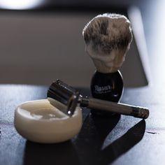 http://ift.tt/2ep5VOs Exklusive Produkte für die tägliche Rasur. Monatlich geliefert. @rasurmanufaktur #rasierpinsel #rasierhobel #rasierschaum #rasur #gentleman #gentlemen #style #lifestyle #shavingbowl #lather #shaving #safetyrazor #beard #shaving #nassrasur #fotocredit @arnoldpoeschl