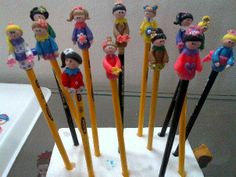 Pencil toppers Pencil Toppers, Clay Ideas, Art School, Polymer Clay, Projects To Try, Decoration, Crochet, Crafts, Templates