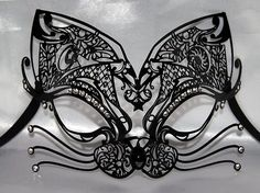 Feather Masquerade Mask in Black and Gold. Description from pinterest.com. I searched for this on bing.com/images