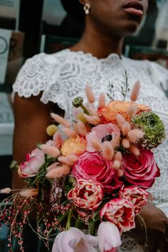 Pops of pink in this beautiful floral arrangement. Photo: @paola_lattarini_photographer Floral Wedding, Wedding Bouquets, Wedding Flowers, Wedding Blog, Wedding Day, Spring Blooms, Wedding Boxes, Just Married, Invitation Design