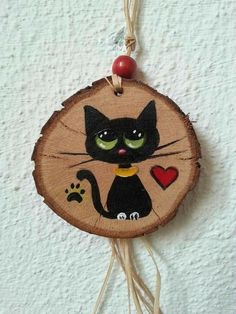 Wooden Painting, Stone Painting, Painted Wood, Hand Painted Ornaments, Wooden Ornaments, Diy Ornaments, Wood Slice Crafts, Wooden Cat, Christmas Crafts