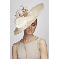 Juliette Botterill Millinery Feather Flower Side Sweep (2.115 BRL) ❤ liked on Polyvore featuring hats