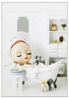 bathing.quenalbertini: In the bath tub
