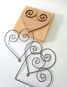 28 Images of Heart Wire Jig Template Wire Crafts, Jewelry Crafts, Metal Bending Tools, Wire Jewelry Patterns, Wire Art Sculpture, Wire Jig, Wire Ornaments, Bijoux Fil Aluminium, Wire Flowers