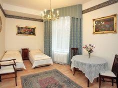Apartament Miodowy XIX (75m2, 3 piętro, max. 6+1 osoby) zlokalizowany jest w ścisłym centrum Krakowa, blisko Rynku i krakowskich Plant. http://krakowforfun.com/pl/4/apartamenty/miodowy-xix