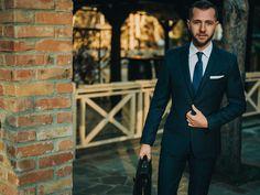 Liniile moderne ale croielii, culoarea neutra si imprimeul subtil fac ca acest costum sa se adapteze perfect  aproape oricarei ocazii. Fiind  realizat din stofa de cea mai buna calitate, cu un continut bogat de lana, costumul slim  bleumarin cu carouri este conceput pentru a raspunde nevoilor barbatului modern, cosmopolit, care stapaneste arta elegantei si functionalitatii imbracamintii. Slim, Costumes, Formal, Style, Fashion, Preppy, Swag, Moda, Dress Up Clothes