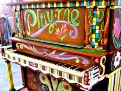 Nos próximos cinco meses, 10 pianos customizados por diversos artistas vão ficar à disposição do público em Porto Alegre e Canoas.