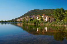 Μια λίμνη και στη μέση της ένα πανέμορφο νησάκι! Παραμυθένιο τοπίο που.. βρίσκεται στην Ελλάδα.ΛΙΜΝΗ ΚΑΙΦΑ ΗΛΕΙΑ.