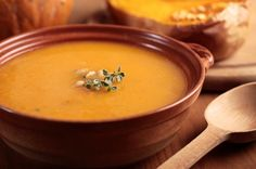 The simplest soup recipe to make at home: buttercup squash soup. You can roast the buttercup squash before you use it in the soup. Kabocha Squash Soup Recipe, Roasted Butternut Squash Soup, Pumpkin Bisque, Pumpkin Soup, Spiced Pumpkin, Healthy Pumpkin, Easy Soup Recipes, Real Food Recipes, Fall Recipes