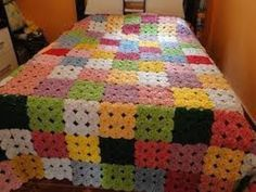 In this video you can see how to crochet bedsheet with left yarn/wool thread. Quilting Projects, Crochet Projects, Sewing Projects, Crochet Quilt, Crochet Squares, Crochet Solo, Handmade Crafts, Diy And Crafts, Quilt Patterns