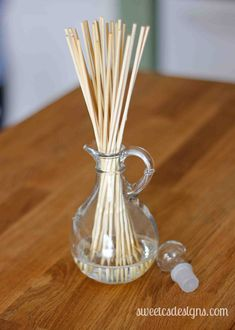 {Give Great Gifts} Make Your Own Reed Diffuser - Sweet Cs Designs Room Freshener, Air Freshener, Essential Oil Diffuser Blends, Essential Oils, Make Your Own, Make It Yourself, How To Make, Homemade Reed Diffuser, Baby Oil