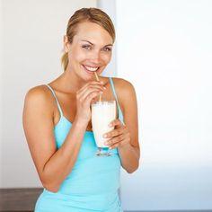 25 Shake-Rezepte mit Buttermilch - die sind gesund und helfen beim Abnehmen. www.ihr-wellness-magazin.de