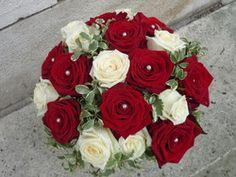 bouquet de mari e rond rouge et blanc 60 euro bouquet pinterest rouge euro et bouquets. Black Bedroom Furniture Sets. Home Design Ideas