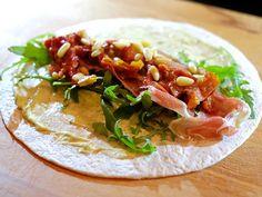 Wraps met parmaham, zongedroogde tomaatjes en pestomayonaise