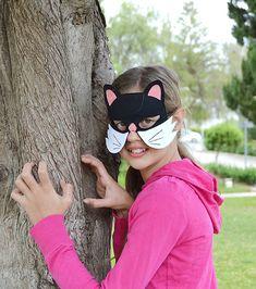 Black cat dress up mask for children. Kids' cat mask for Halloween or Carnival.