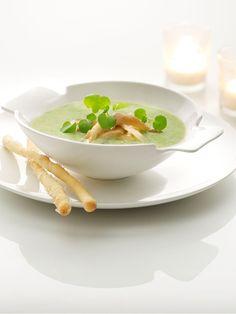 Roomsoepje van waterkers en reepjes oesterzwammen http://njam.tv/recepten/roomsoepje-van-waterkers-en-reepjes-oesterzwammen