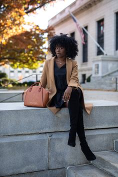 Camel coat with black dress and black over the knee boots Classy Outfits, Chic Outfits, Girl Outfits, Fashion Outfits, Black Women Fashion, Look Fashion, Autumn Fashion, Fashion Model Poses, Neutral Outfit