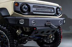 本気のクロカンも街乗りオフ系もイケる新型スズキ・ジムニーシエラ。名門エイムゲインが魅せた新たなカスタムを提案。 | スタイルワゴン・ドレスアップナビ カードレスアップの情報を発信するWebサイト New Suzuki Jimny, Best Off Road Vehicles, Jimny 4x4, Samurai, Jimny Sierra, Preppy Car, Car Travel, Land Cruiser, Cool Toys
