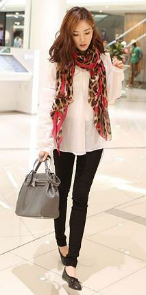 flowing top, skinny pants and scarf.  What's not to love!