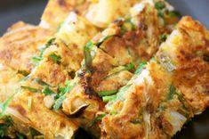 簡単料理☆薄力粉で本格ニラキムチチヂミ Good Food, Yummy Food, Asian Cooking, Crepes, Potato Salad, Zucchini, Lunch Box, Food And Drink, Cooking Recipes