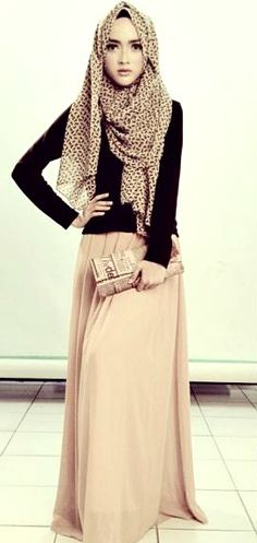 color of skirt and how it carries thro' in scarf - use of black t-shirt top and loosely draped scarf - looks good that way