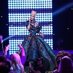Violet Chachki, RPDR7 winner, handing over the Crown at the RPDR8 Season Finale, to new winner Bob the Drag Queen.