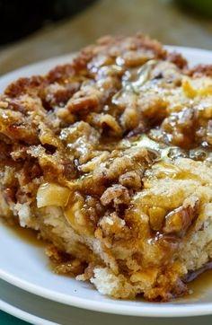 Apple Crisp Coffee Cake {Easy Dessert Recipe with Granny Smith Apples} Two classic desserts. Apple Crisp Coffee Cake is stuffed with apples, topped with a brown sugar pecan streusel and an apple cider syrup. Just Desserts, Delicious Desserts, Yummy Food, Desserts With Apples, Delicious Breakfast Recipes, Breakfast Cake, Breakfast Dishes, Apple Breakfast, Breakfast With Apples