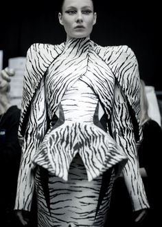Zebra/Structure. Wow. Mugler. Paris FW