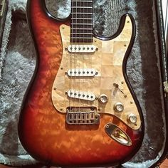 You are in a Music Band, playing Guitar, Drums, or just interested in Vintage Marhsall Amps, Gibson or Fender Vintage guitars? Check our Page and Create your Stageplot or Techrider for your Concert Online. Stratocaster Guitar, Fender Guitars, Fender Usa, Acoustic Guitars, Guitar Keys, Cool Guitar, Fender Vintage, Vintage Guitars, American Standard Stratocaster