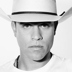 """Country music singer and songwriter Dustin Lynch was born and raised in Tullahoma, Tennessee, and grew up influenced by what he calls """"the class of '89,"""" Alan Jackson, Garth Brooks, and Clint Black, all of whom had their first national success in 1989."""