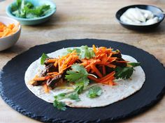 Spicy+Mexican+Wraps Mexican Wraps, Dinner Box, Thai Red Curry, Spicy, Dishes, Ethnic Recipes, Food, Plate, Essen