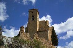 Castillo de Benabarre    El papel de Benabarre como línea fronteriza entre cristianos y musulmanes queda reflejado en su castillo, una fortaleza restaurada que fue sede de los condes de Ribagorza.