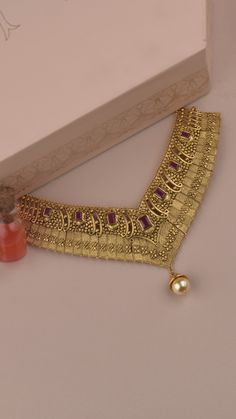 Gold Temple Jewellery, Gold Jewelry, Gold Necklaces, Bridal Jewelry, Tanishq Jewellery, Gold Bangles Design, Jewelry Patterns, Antique Necklace, Antique Jewellery