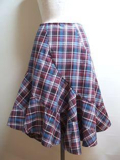 タータンチェックの、マーメードスカートです。歩いた時に揺れる感じがフレアーが女性らしさを演出してくれます。2サイズ展開です。Mサイズ 64㎝ 着丈 短い所57... ハンドメイド、手作り、手仕事品の通販・販売・購入ならCreema。