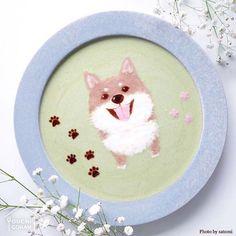 ouchigohan.jp 2017/12/30 14:54:52 delicious photo by @satomi_0819 . もうすぐ新年。来年の干支は戌年です🐶🐩🐕 犬派の方は、なんだかちょっぴり待ち遠しいのではないでしょうか🤔 今回は、そんな戌年にぴったりの投稿をご紹介✨👀 . @satomi_0819 さんによるこちらの一皿、一枚の絵のよう……ですが❗️じつはヨーグルトで作られた、#ヨーグルトアート なんです😳 . まろ眉の柴犬がとってもキュート❣️ 胸の毛もモフモフに描かれていて、とってもリアル❗️ 笑っているような表情も、見ているだけで和やかな気持ちにさせてくれます☺️❤️ . こんなかわいいわんこと新年を迎えられたら、いい年になること間違いなし✨ですね🙌 . -------------------------- ◆#デリスタグラマー #delistagrammer を付けて投稿すると紹介されるかも!スタッフが毎日楽しくチェックしています♪ . [staff : HOUSE]…