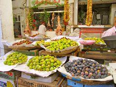 Mouldy Driss é uma cidade pequena e tem como principal atividade e econômica o comércio de frutas e verduras. O cheiro das frutas impera pela cidade e são de fato maravilhosas. #Marrocos #PeloMundoComVc  #PeloMundo #TopDestinos #DestinosdeViagem #BlogdeViagem #ViagensPeloMundo #ViagensIncriveis #Wanderluster #Viagem #Traveltips #DicasdeViagem #BlogMochilando #RepostBrasil