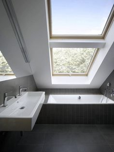 Small Bathroom Design Trends and Ideas for Modern Bathroom Remodeling Projects - Dachgeschoss - Bathroom Decor Mini Loft, Loft Conversion, Small Bathroom, Modern Bathroom, Loft Bathroom, Bathrooms Remodel, Attic Bathroom, Small Attic Bathroom, Loft Apartment