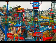 Hershey Park is an amusement park located in Hershey, Pennsylvania , in close proximity to the Hershey Chocolate Factory. Hershey World, Hershey Park, Dream Vacations, Vacation Spots, Vacation Ideas, Places To Travel, Places To Visit, Amusement Park Rides, Water Slides