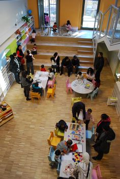 - school in the Loris Malaguzzi center. The steps were actually block building platformsReggio - school in the Loris Malaguzzi center. The steps were actually block building platforms Play Based Learning, Learning Spaces, Learning Environments, Learning Centers, Tot School, Primary School, School Play, Reggio Emilia Italy, Reggio Classroom