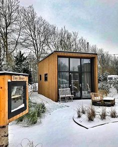 This tiny home sits in Amsterdam, Netherlands by / We lov… This tiny home sits in Amsterdam, Netherlands by / We love the warm touches to this spectacular home! Tag someone who would love this tiny home! Modern Tiny House, Tiny House Cabin, Tiny House Living, Tiny Houses, Cabin Design, Tiny House Design, Prefab Homes, Log Homes, Cabin In The Woods