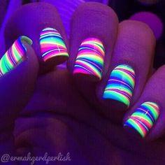 the best glow nails Cute Acrylic Nails, Cute Nails, Pretty Nails, Hair And Nails, My Nails, Glow Nails, Dark Nails, Light Nails, Nail Swag