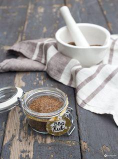 DIY Geschenkideen aus der Küche: Heute mit einem DIY BBQ Rub. Super Geschenkidee für Männer und perfekt für Pulled Pork und Co. Lecker!