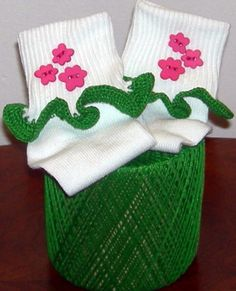 Kids Size 6  11 Hot Pink Flowers on Green Crocheted by BeachDawn, $7.50