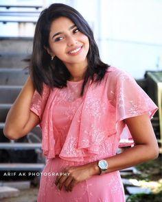 aishwarya Lekshmi in a rose dress Frock For Teens, Frock For Women, Frock Models, Blouse Models, Nyc Dresses, Fashion Dresses, Simple Frock Design, Christian Wedding Gowns, Simple Frocks
