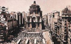 Catedral da Sé - capa 2201 No primeiro minuto de 25 de janeiro de 1954, badaladas de sinos de igrejas começaram a ecoar pela cidade. Logo, juntaram-se a elas as sirenes das fábricas. O som anunciava o início das comemorações do quarto centenário de São Paulo.Catedral da Sé: inauguração foi um dos acontecimentos marcantes de 1954