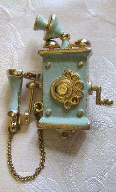 Teléfono antiguo azul