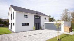 Fingerhut Einfamilienhaus schwarzes Satteldach weiß verputzt mit grau abgesetzten Teilflächen Doppelgarage mit grauem Garagentor