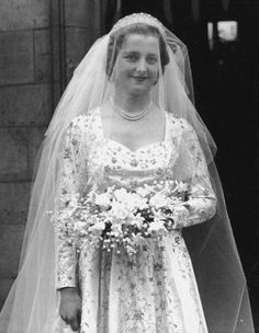 The Hon Frances Roche at Westminster Abbey, for her wedding to Viscount Althorp, 1st June 1954. She became Lady Spencer and her daughter became Princess Diana
